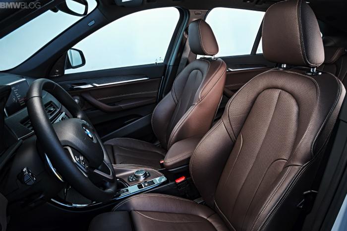 2016-BMW-X1-interior-1900x1200-images-16