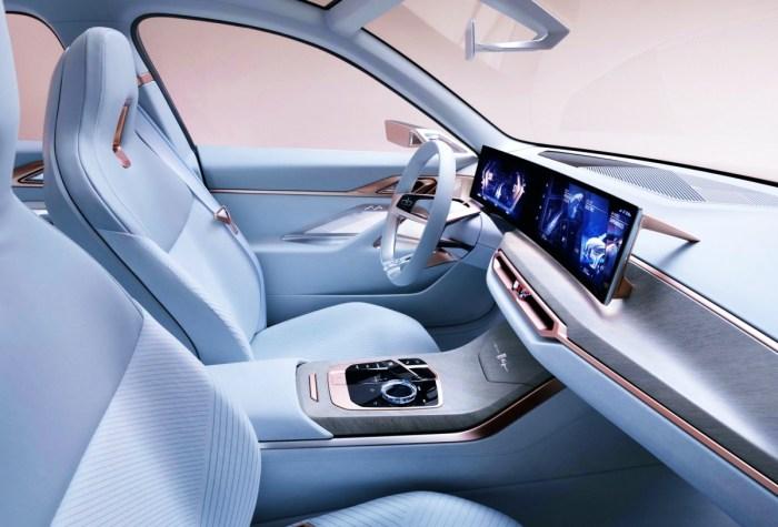 2022 BMW 330i Interior
