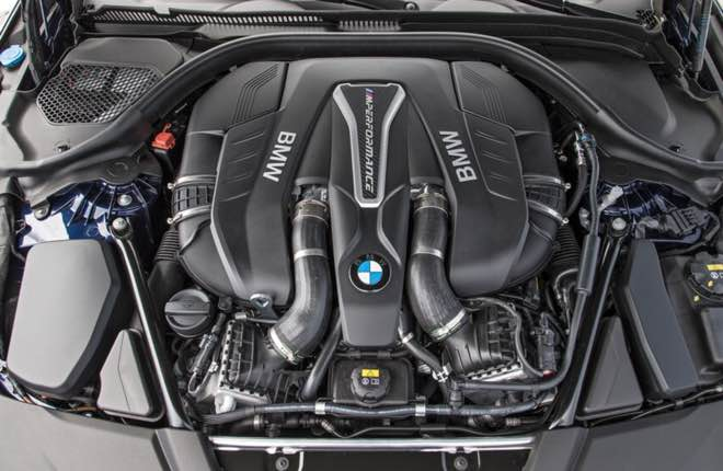 The 2022 5 series offers everything, from a fuel-efficient hybrid to a roaring twin-turbo V-8 engine