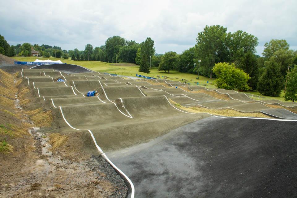 Vue du troisième ligne de la piste de BMX de Drummondville dans le parc des voltigeurs