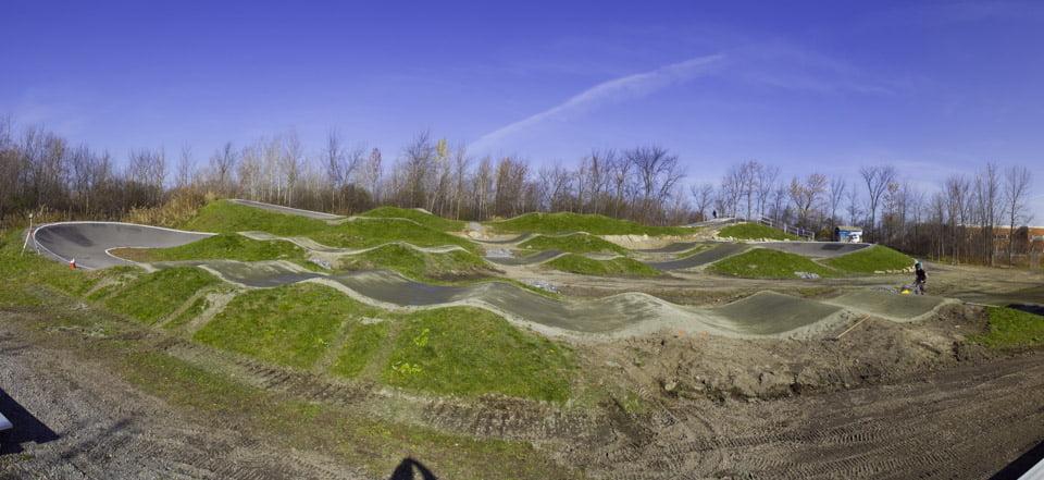 conception de la piste de BMX de calibre régional dans le du parc René-Lévesque à Boisbriand, proche de l'école primaire du Mai.