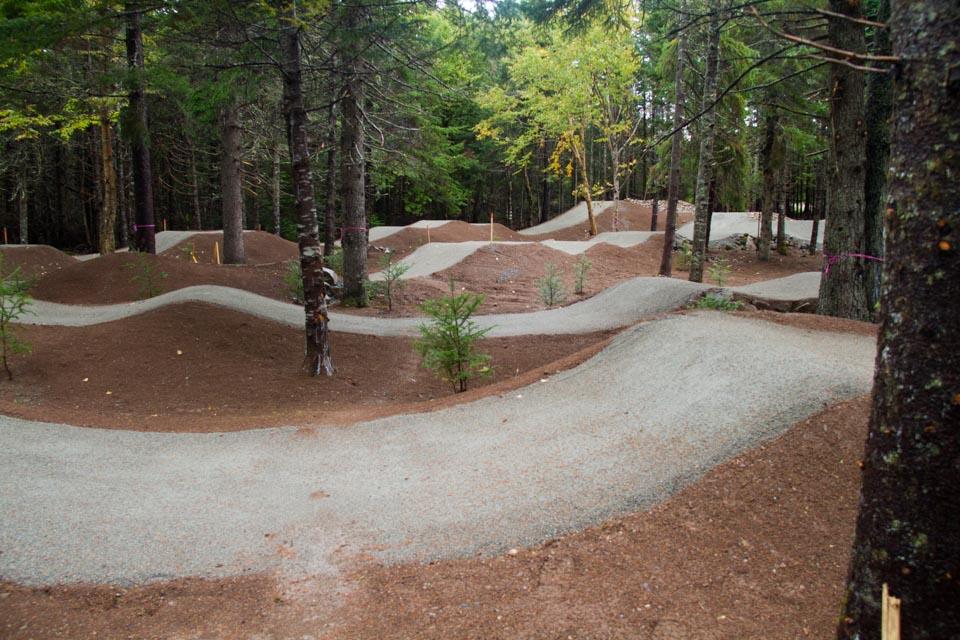 Pumptrack de BMX construite au Parc National de Fundy par BMXpert