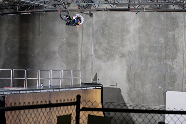 bmx-vert-rider-coco-zurita-rides-tony-hawk-s-ramp-in-california_600x
