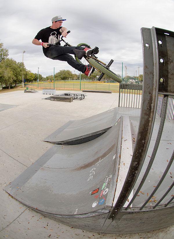 matt-ray-bmx-turndown-fakie-skatepark