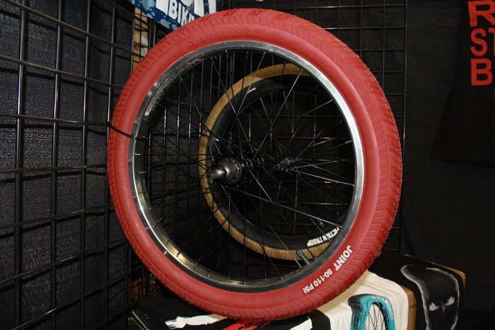 frostbike-2016-stolen-bmx-joint-tire-red