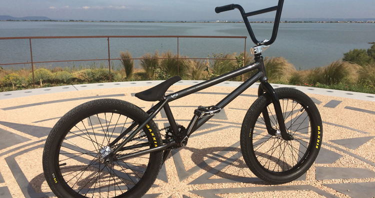 Wethepeople – Cyril Lapoiries Bike Check