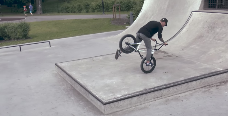 PAR BMX – Nemiers Miera Dārzā