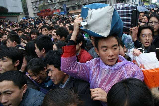 Train station crowds