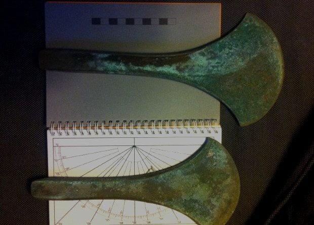 Два из пяти найденных бронзовых топоров, почти как новенькие. Фото: Museum Midtjylland