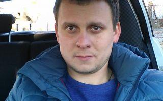 Это - Александр Настагунин. Благодаря ему живы шестеро детей, которых он вытащил из полыхающего дома. Настоящий герой. Таких надо помнить и ставить в пример.