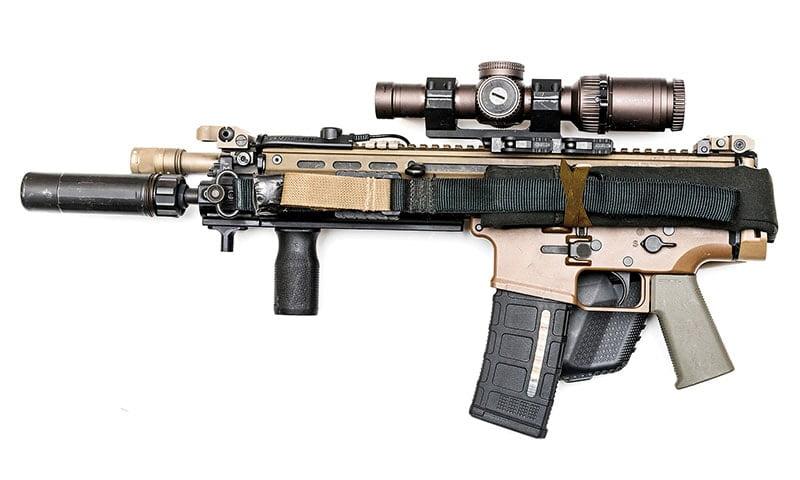 На этом фото показан один из способов закрепить оружейный ремень, если он не нужен.