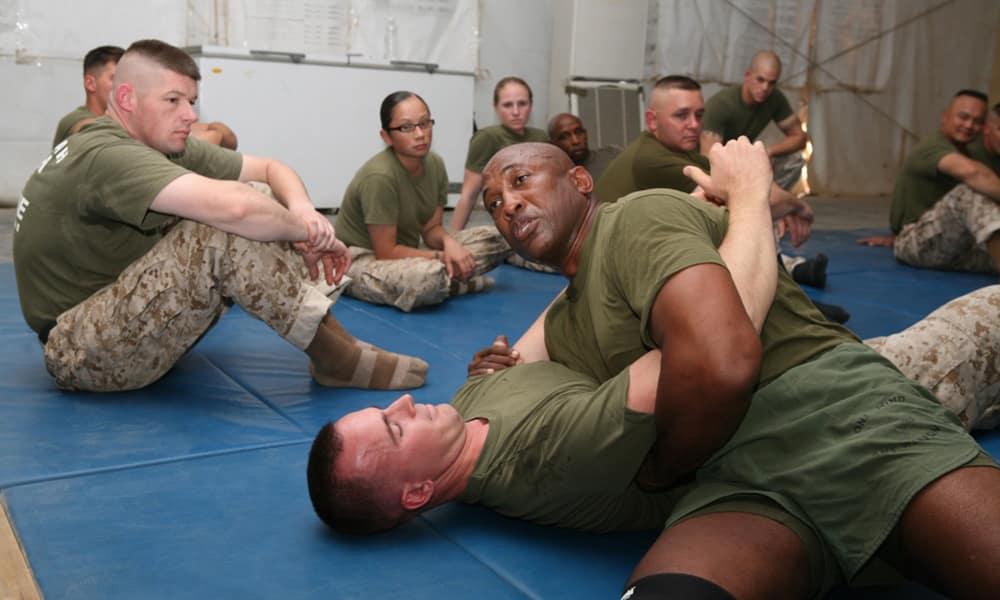 MCMAP - Программа боевых искусств корпуса морской пехоты США. Фрагмент тренировок среднего уровня.