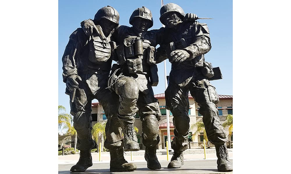 "Мемориал ""No Man Left Behind"" на базе Кэмп-Пендлтон, Калифорния. Фото (с) Cameron & Brittany Carden."