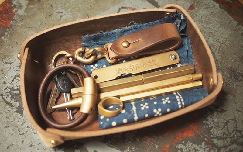 10 - Hollows Leather Panhandler Daily Carry Valet Tray - Органайзеры для EDC - 12 лучших стационарных и портативных моделей - Last Day Club