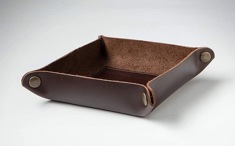 3 - The Tulip Tree Folding Leather Valet Tray - Органайзеры для EDC - 12 лучших стационарных и портативных моделей - Last Day Club