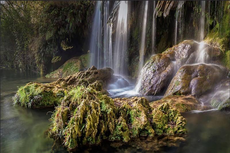 Beschrijving, Font-d- l'Algar, watervallen,