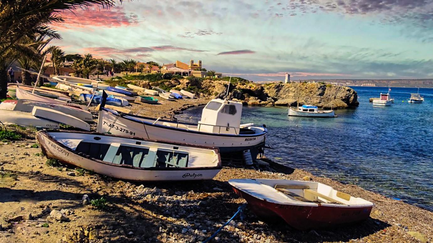 het eiland Tabarea, Boten aan de vestigingsmuur, Tabarca