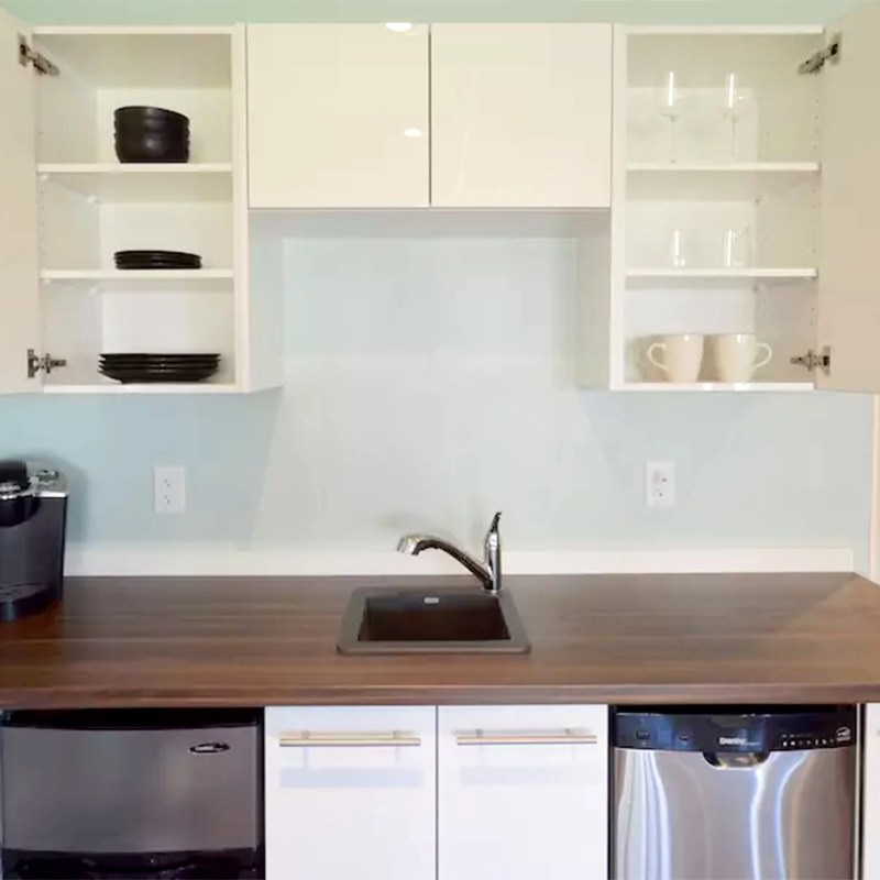Small but functional kitchen with lots of countertop space