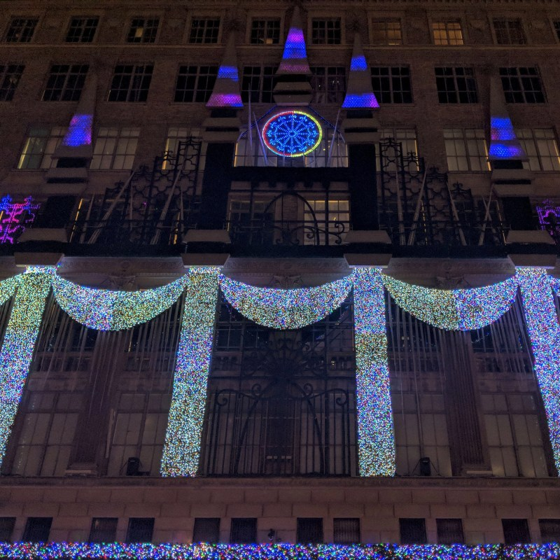 the holiday lights show at saks 5th ave
