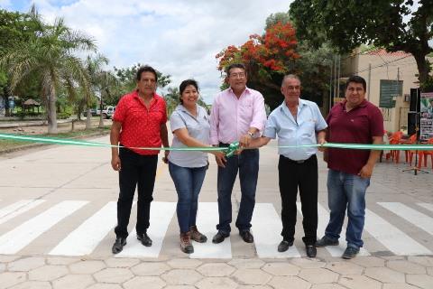 Itacamba aporta a la pavimentación de una importante avenida en Puerto Suarez