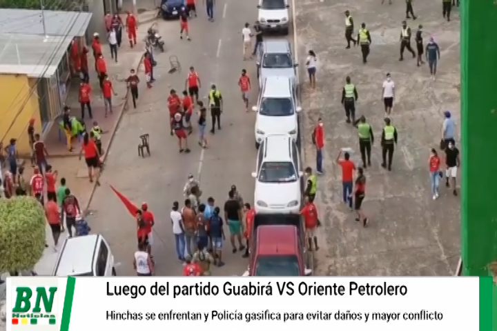 Hinchas de Guabirá y Oriente Petrolero se enfrentaron en Montero y policía usa gases lacrimógenos