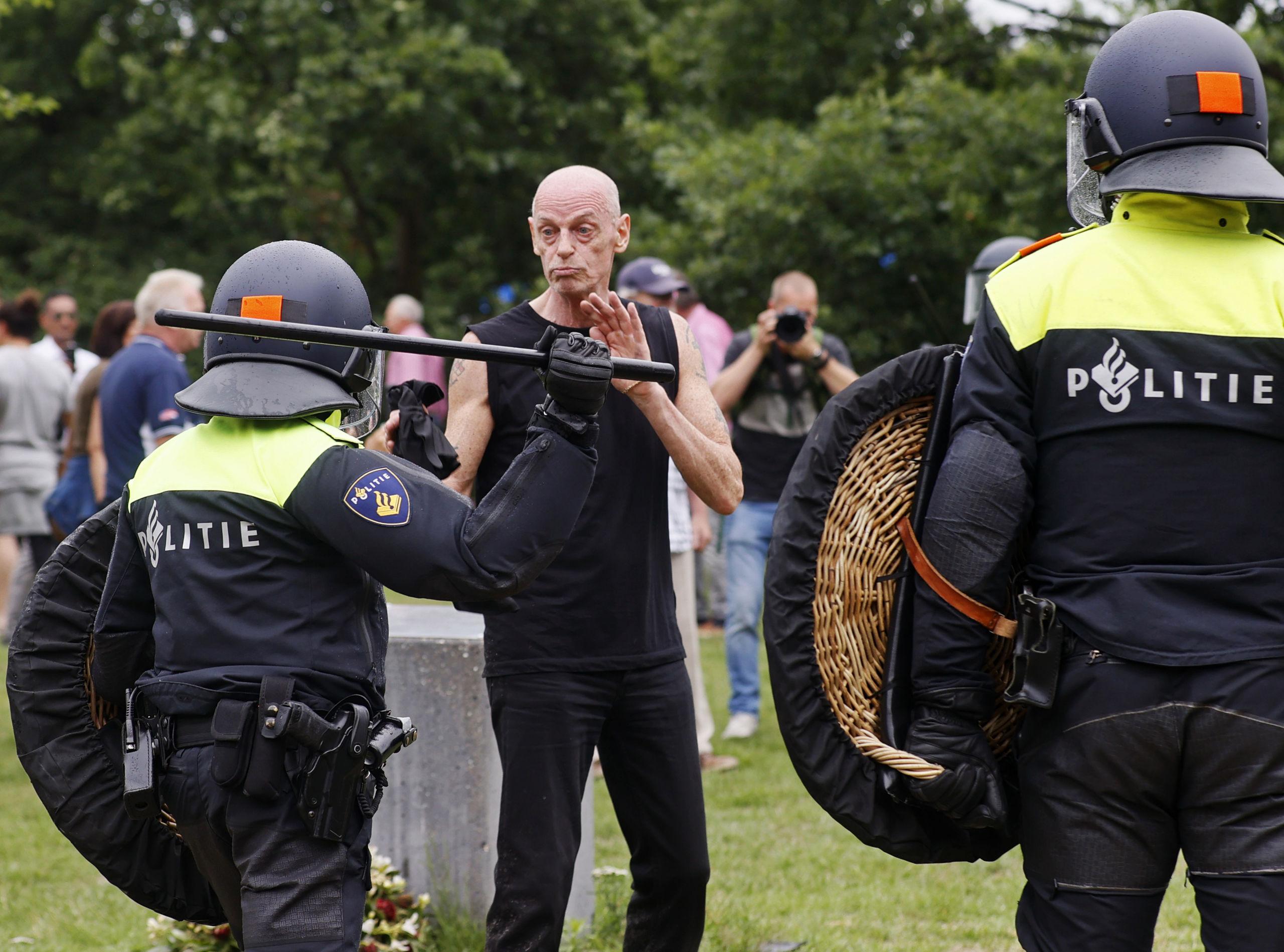 ongeveer 400 demonstranten aangehouden