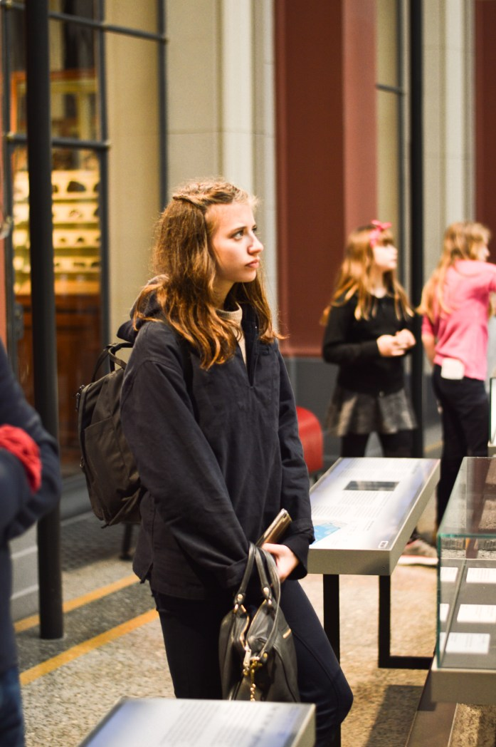 natural-history-museum-girl-berlin-bnsphotography