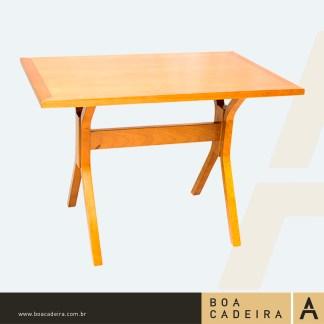 mesa-de madeira CANOINHAS