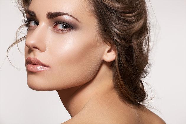 Maquiagens para noite: Pele natural e iluminada