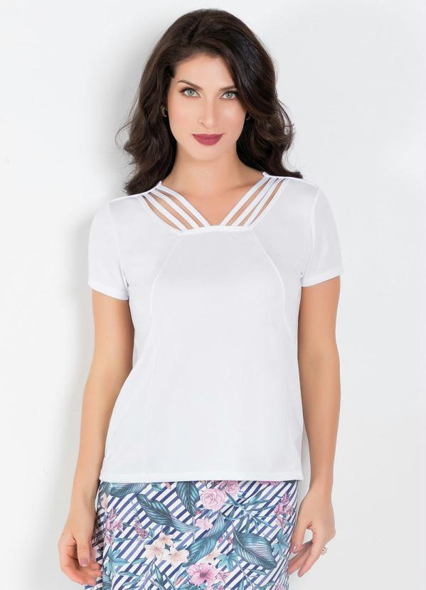 blusa branca com detalhe