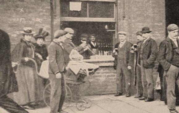 A pub in Whitechapel c.1902.