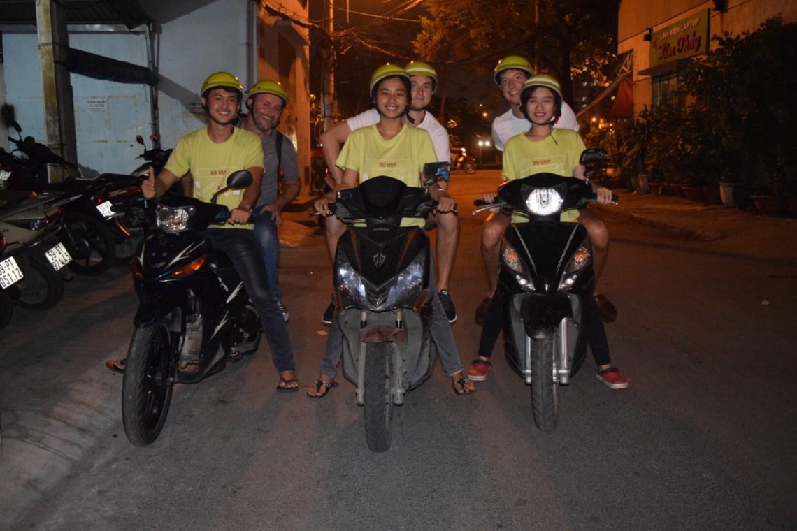 Our group, discovering local food with Saigon on Bikes (Foto courtesy of Saigon on Bikes)