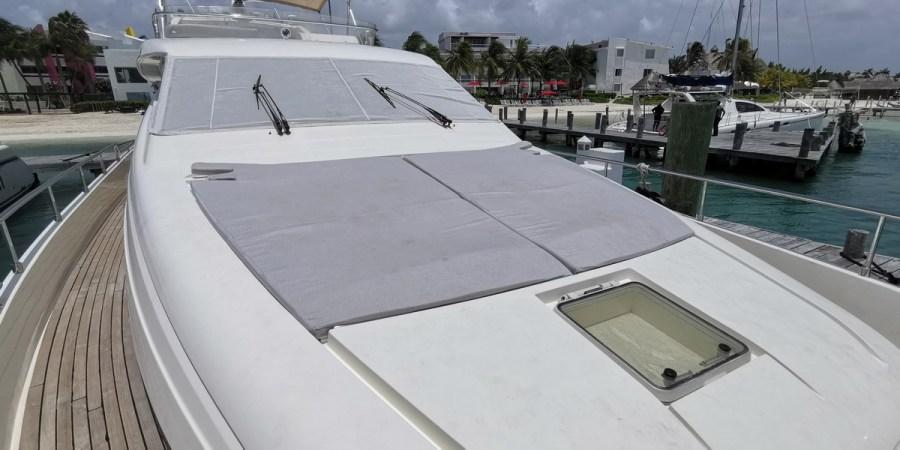 Ferretti 74 Yacht sun lounger