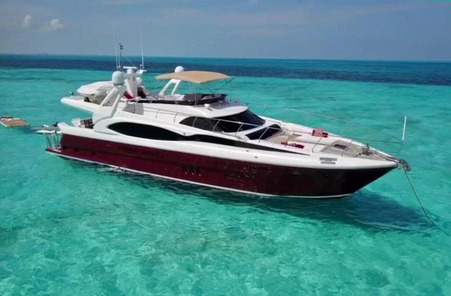 Mega Yacht 80 feet in Cancun