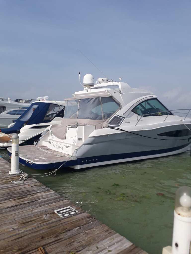 Four Winns yacht 45 rent a boat cancun