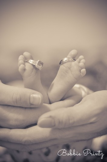 Newborn-rings-toes-feet-Photographer-Minneapolis-st.paul-minnesota
