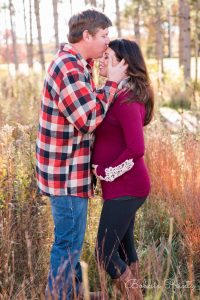 shoreview-minnesota-fall-maternity-kiss-field-pines