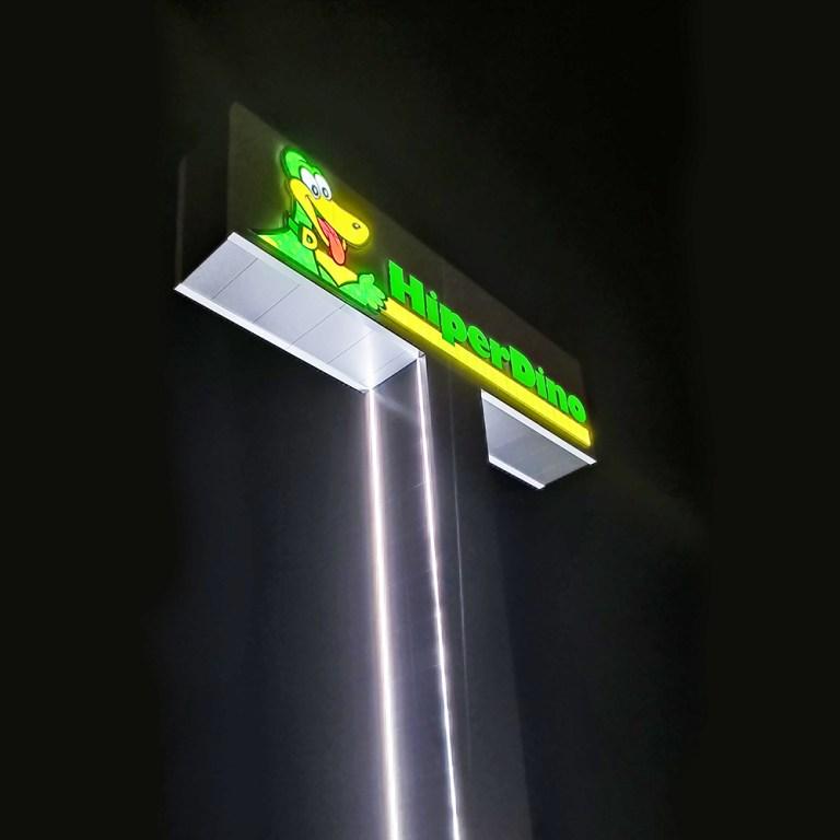 Hiperdino Güímar – Monoposte con letras corpóreas iluminadas