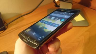 Z boku zaś widać ślady znęcania nad tym telefonem przez poprzedniego właściciela
