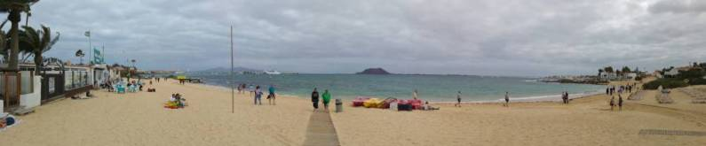 Fuertaventura - panorama miejskiej plazy