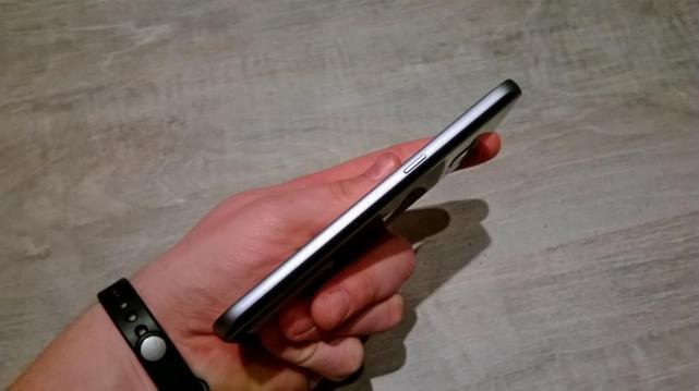 Samsung Galaxy S7 - wykoanie obudowy zboku