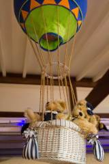 Bears-Floating-Away-in-a-Hot-Air-Balloon