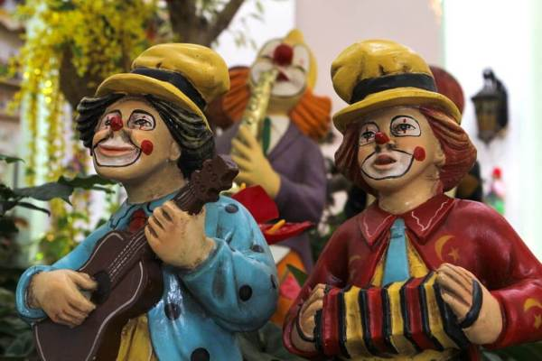 Clowns-Playing-Instruments
