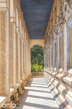 Hallway-@-far-temple