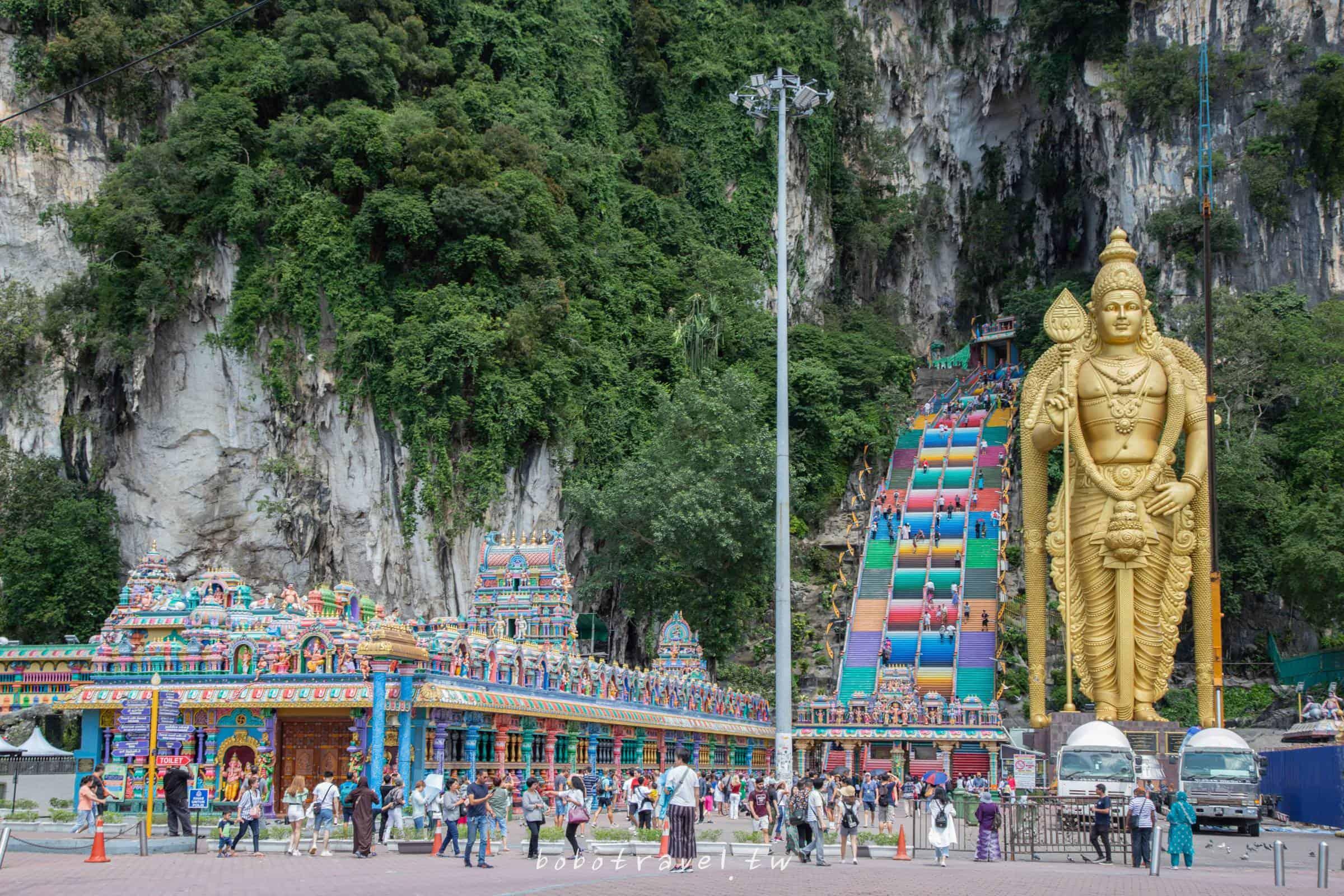 馬來西亞、吉隆坡景點|黑風洞 Batu Caves。網美超愛彩虹階梯竟是印度教聖地?四億年石灰岩洞藏神廟!