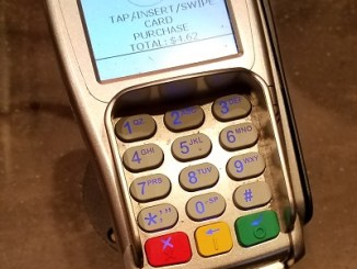 Starbucks  is using consumer frustration with slow chip transactions to upsell its payment app.
