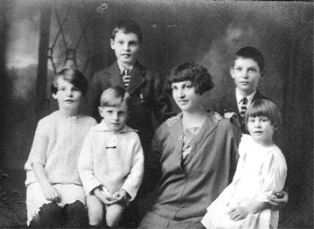 Vine family picture, 1927