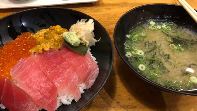 築地場外市場ハレの日食堂魚河岸三色丼