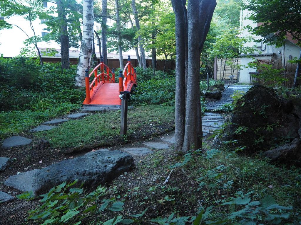 釜屋ロビーの庭