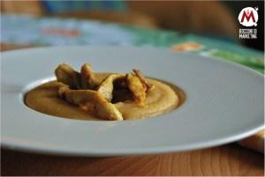 Polenta ai formaggi e straccetti di pollo al curry